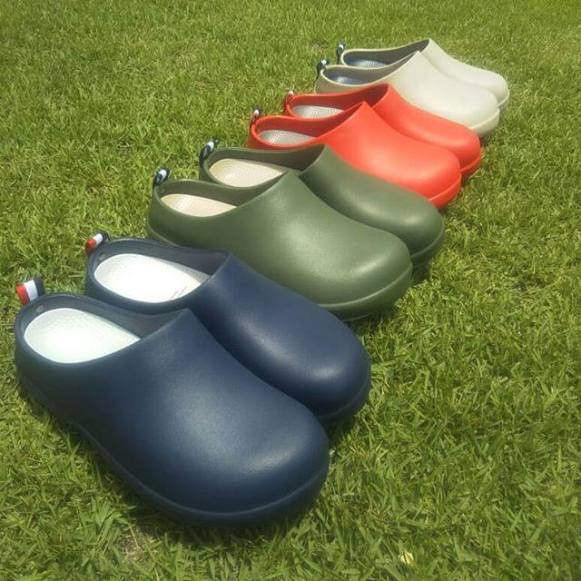 これからの季節に大活躍!おしゃれサンダルのご紹介サイズはS~3Lまで選べて、シーンによって選べる2種類のタイプをご用意しておりますインソールに一切穴の無い「CLOESD SOLE」は雨の日や水回りに強く、シンプルなデザインがオフィス履きや外履きにもフィット。インソールに穴の空いた「OPENED SOLE」は、通気性や水はけに特化。雨水などが溜まらないので、ベランダや庭履きに最適です軽量でソフトな履き心地だけでなく、つまづきにくいように、つま先が反り上がった形状になっていますさらにCLOESD SOLEには新カラーも登場カラーは全部で8種類展開しております。店頭にて実際の履き心地も試していただけますので、是非立川店にてご覧ください!#BICASA#ららぽーと#立川#サンダル#夏#おしゃれサンダル#おしゃれ#ソール#庭#庭履き#外履き#雑貨#雑貨屋#家具#インテリア#インテリアショップ#西海岸#インダストリアル#ヴィンテージ#レトロ#デニム#ウッド調#アンティーク#夏アイテム#アウトドア#川#海