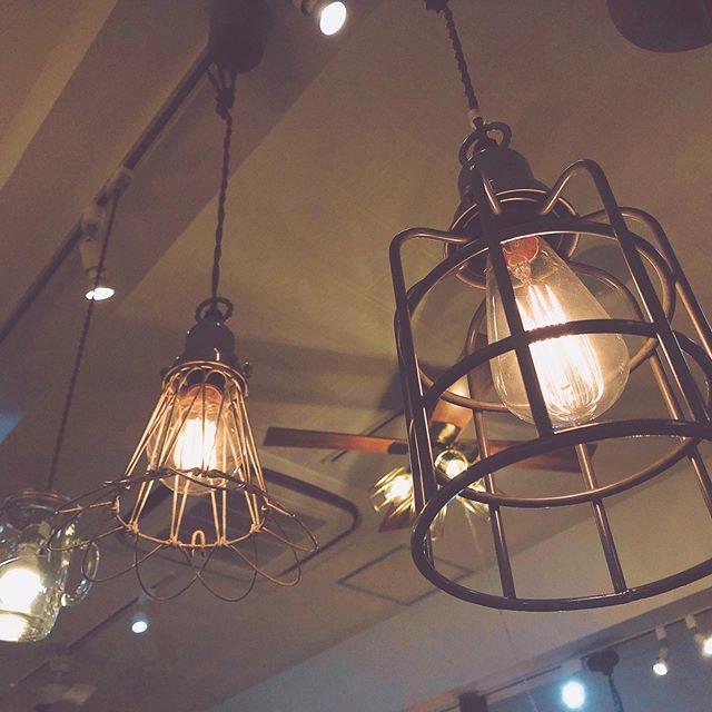 〜BICASA立川店SummerSALE開催中〜暮らしを彩る暖かい照明たちを多数取り扱っております。100種類以上の照明の取り扱いがあるBICASA立川店が照明のSummerSALEを開催しております。SummerSALE〜7月31日(水)まで!人気の照明たちが展示品限り15%OFFでご案内しております。くつろぐための空間をさらにグレードの高いものにしてみるのはいかがでしょうか。新しい照明が普段の生活を明るく彩ってくれるでしょう。展示品限りの為、早い者勝ちですよ!スタッフ一同心よりお待ちしております︎ #bicasa #ビカーサ #bicasa立川 #ビカーサ立川 #ららぽーと立川立飛 #ららぽーと立川 #ヴィンテージインテリア #ヴィンテージスタイル #西海岸 #西海岸インテリア #西海岸スタイル #西海岸テイスト #カリフォルニアスタイル #カリフォルニアハウス #カリフォルニアインテリア #インダストリアル #インダストリアルインテリア #インダストリアルスタイル#照明#ライト#明かり