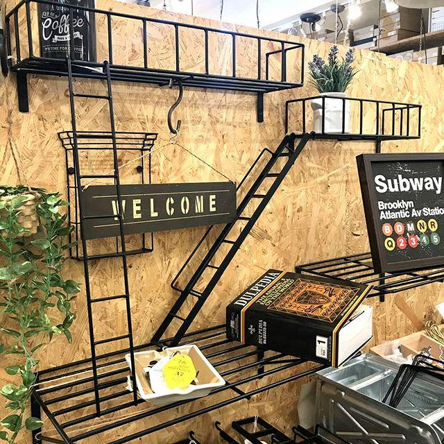 ニューヨークの街をジオラマ風にアレンジした壁面収納アイテムニューヨークの住宅街等でよく見かける非常階段を忠実に再見し、インテリアの壁面収納としてアレンジしたアイテムです付属のネジを使いプラスドライバーで簡単に取り付け可能様々なパーツを組み合わせることで雰囲気のあるディスプレイがお楽しみいただけます是非とも立川店にてご覧ください#bicasa #ビカーサ #bicasa立川 #ビカーサ立川 #ららぽーと立川立飛 #ららぽーと立川 #ヴィンテージインテリア #ヴィンテージスタイル #西海岸 #西海岸インテリア #西海岸スタイル #西海岸テイスト #カリフォルニアスタイル #カリフォルニアハウス #カリフォルニアインテリア #インダストリアル #インダストリアルインテリア #インダストリアルスタイル